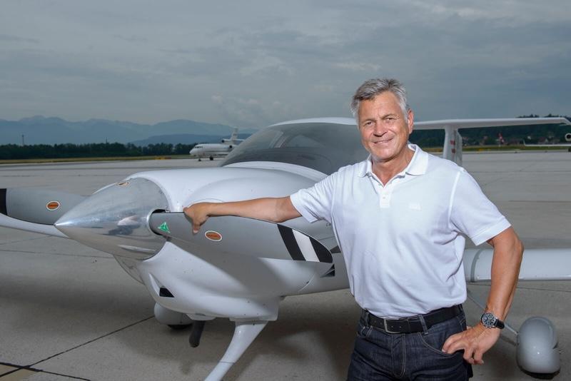 Andreas Knapp mit Flugzeug
